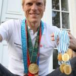Eskild med medaljer (inden OL 2012)